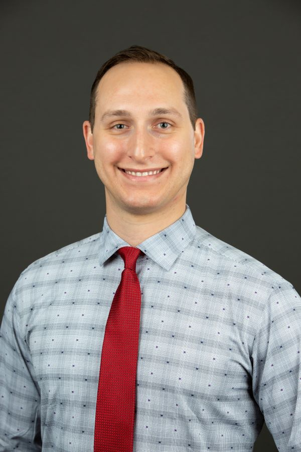 Dr. Remington Horesh, DO is a vitreoretinal surgical fellow with AIO.