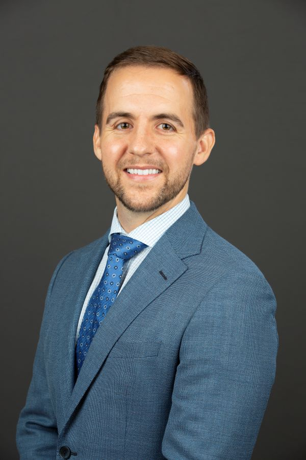 Dr. Christopher Seebruck, MD is a board-certified, fellowship-trained vitreoretinal surgeon.